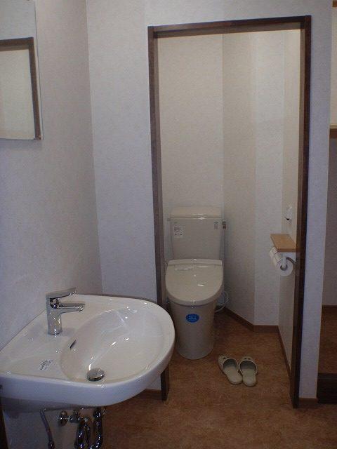 工事後洗面所とトイレ